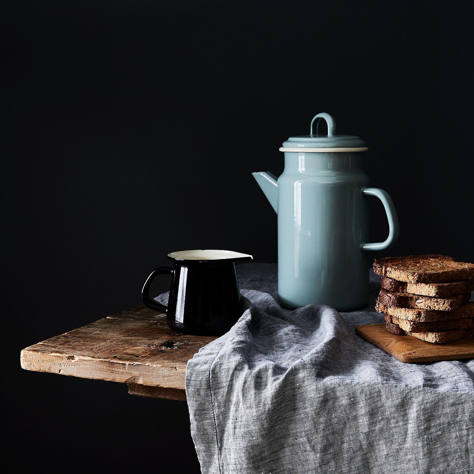 08bce4fb-c157-44b6-b268-526fdc777b26--2016-1031_dexam-home_enamel-coffee-pot_mid_bobbi-lin_11475.jpg