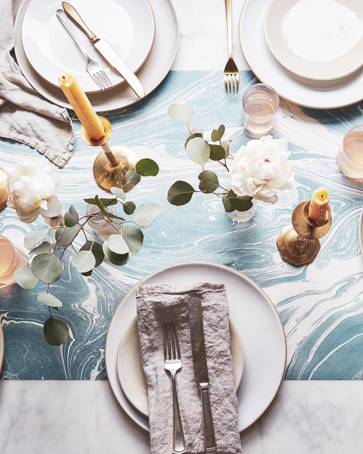 2018-0405_hester-and-cook_recycled-paper-table-runners_1x1_bobbi-lin_10700-1.jpg