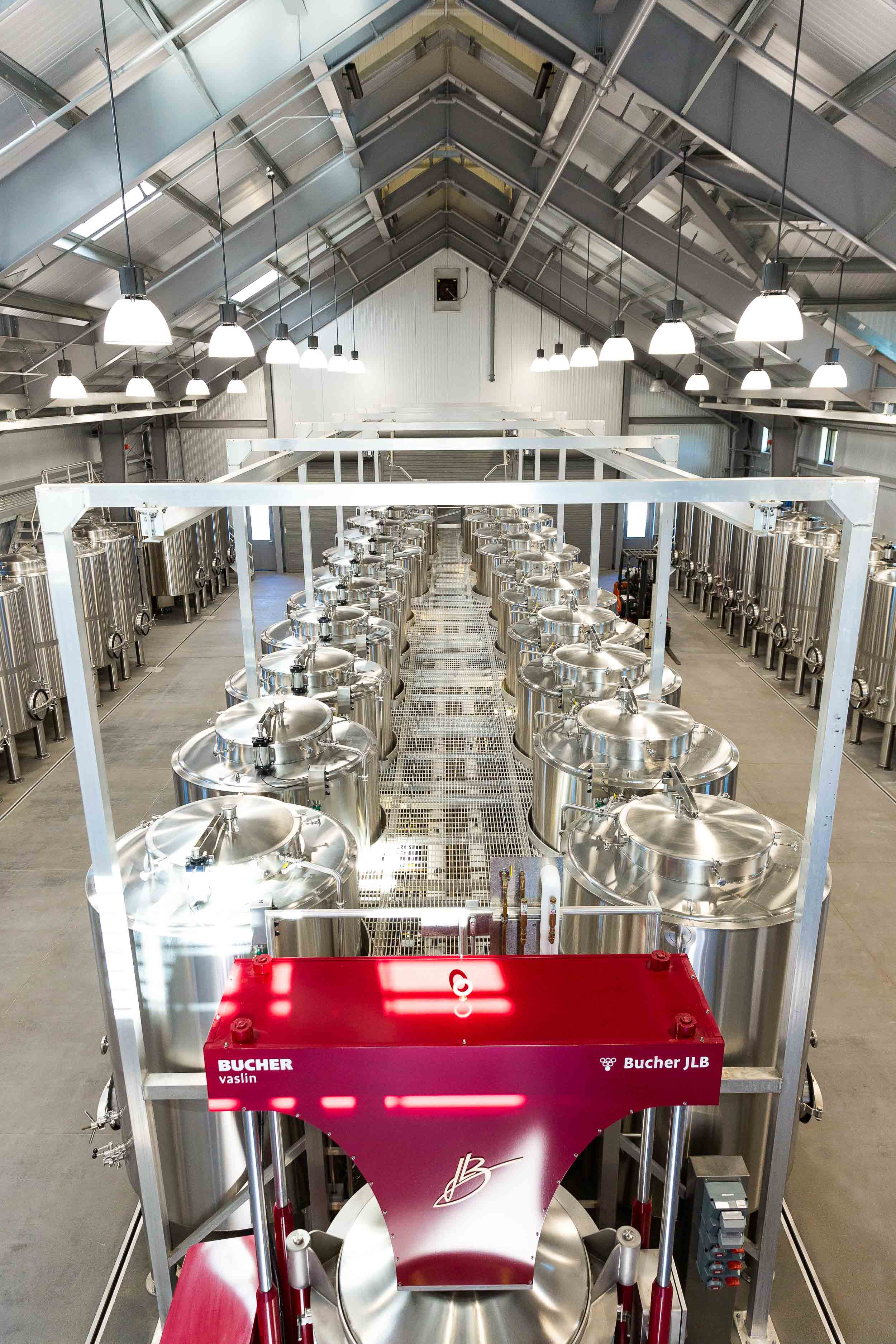 Wheeler Farms Wine - a winery that offers wine making equipment for use by other vintners.
