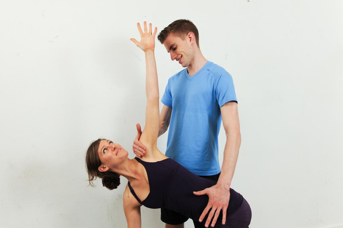 tom-hamilton-yoga-assisting