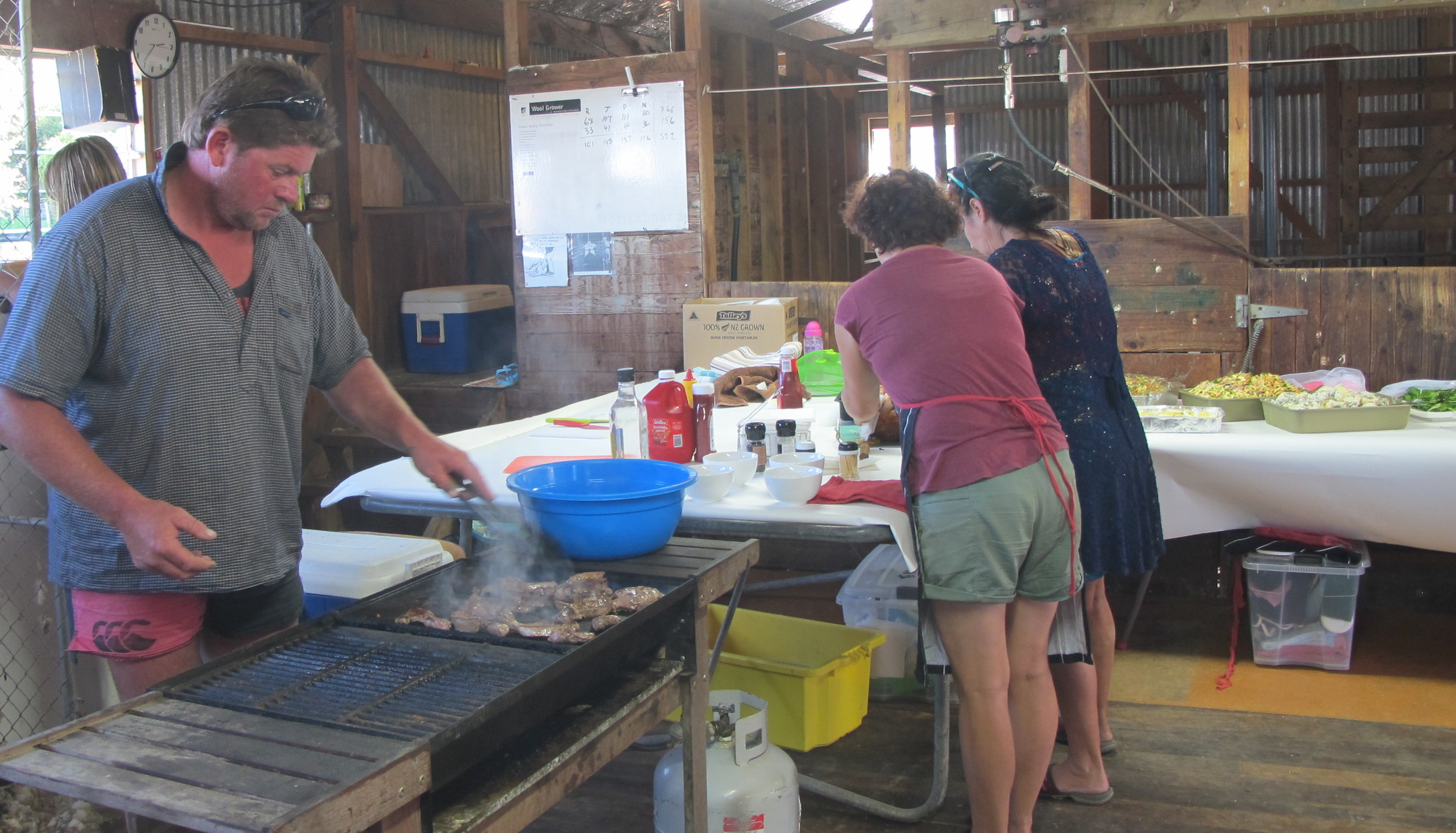 Te Pohue School group prepare an awesome lunch