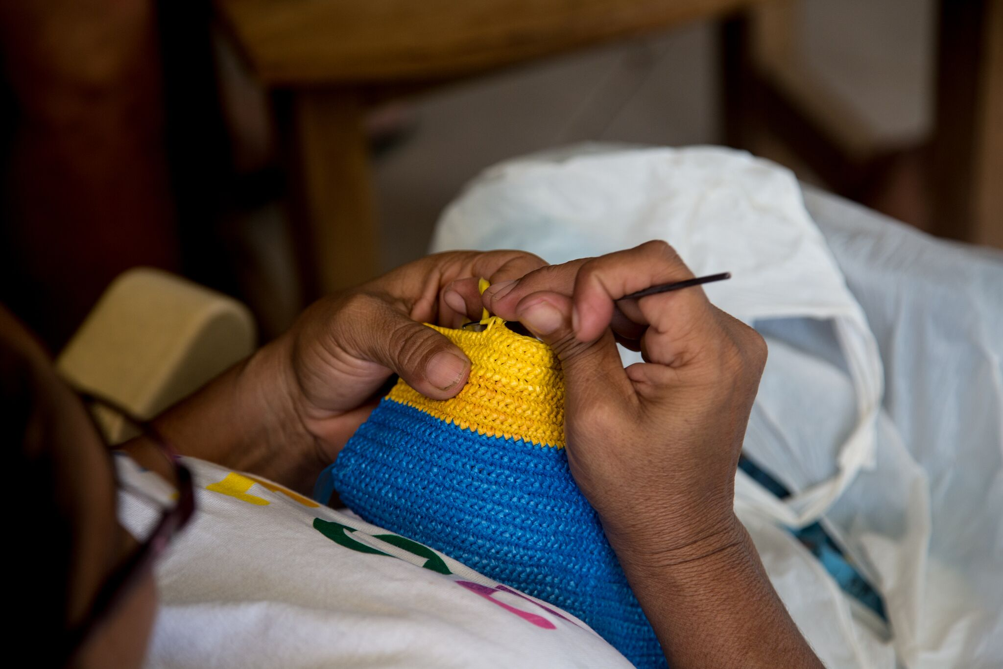 One of the tejedoras hand weaving a purse out of recycled plastic bags. Photo:  Timothy Nathan
