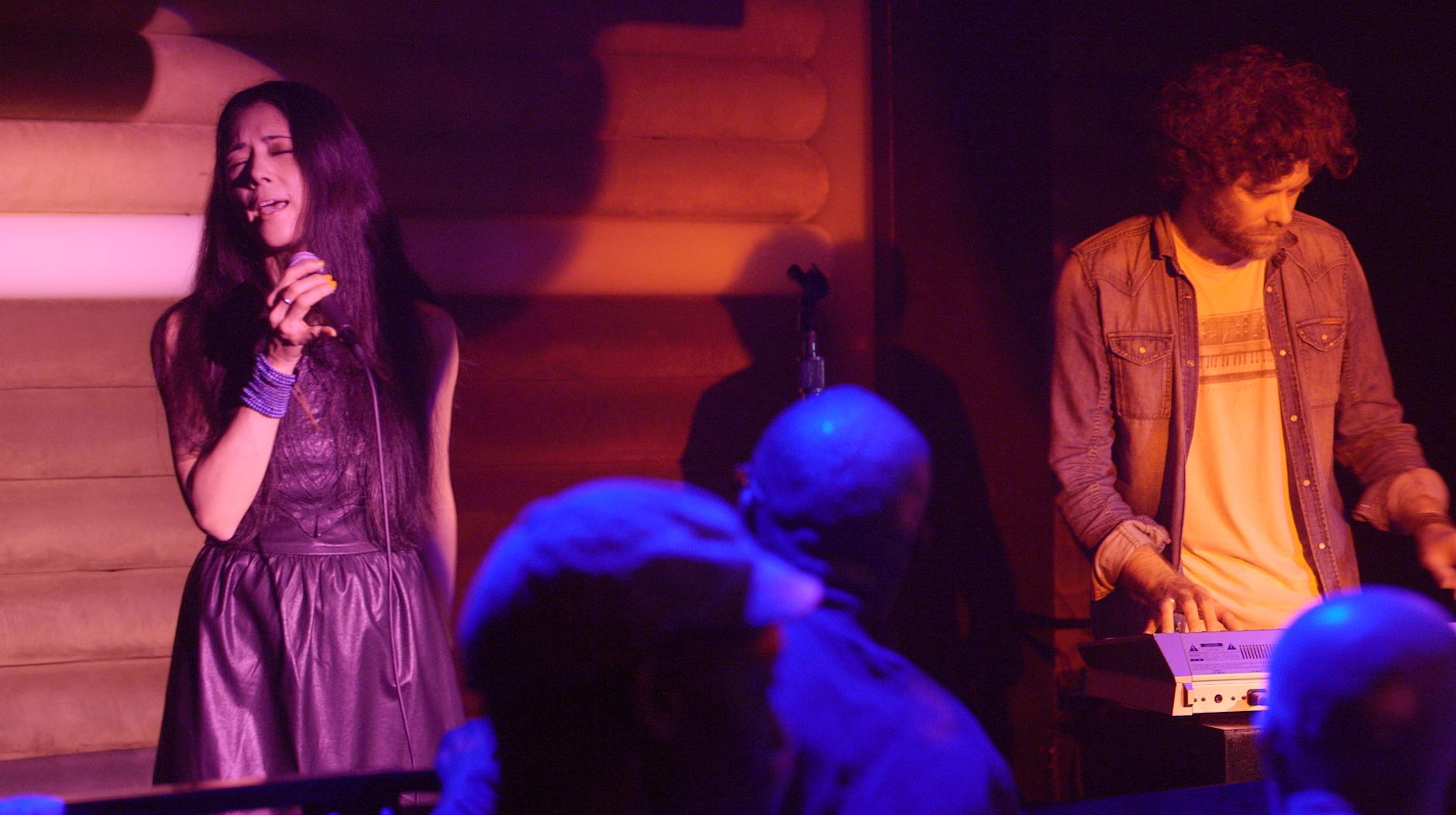 Show at Cielo. Monday was featured by Louie Vega's Roots event. Simone played keys.  マンデイさん、なんとあのMasters At Workのルイ・ヴェガでのイベントのライヴでしたした。 かなり色んな人種入り乱れて踊り狂っていました。流石マンデイ姉さんです!