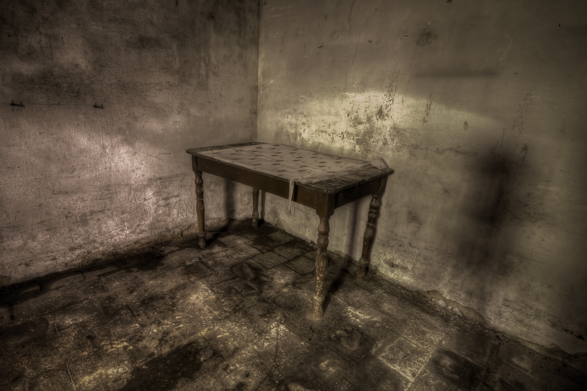 Nothing but footsteps - Chateau d'Ah-7.jpg