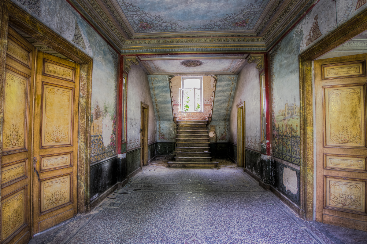 Nothing but footsteps - Chateau d'Ah-8.jpg