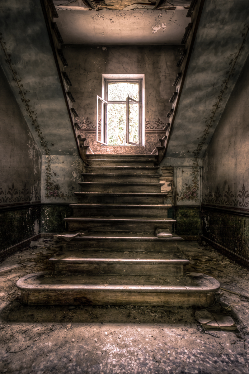 Nothing but footsteps - Chateau d'Ah-60.jpg