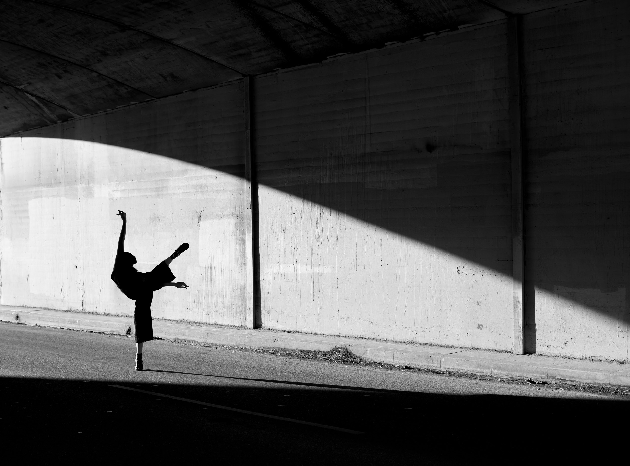 Silouette Justine Lutz Ashley Barker bridge LA photographer