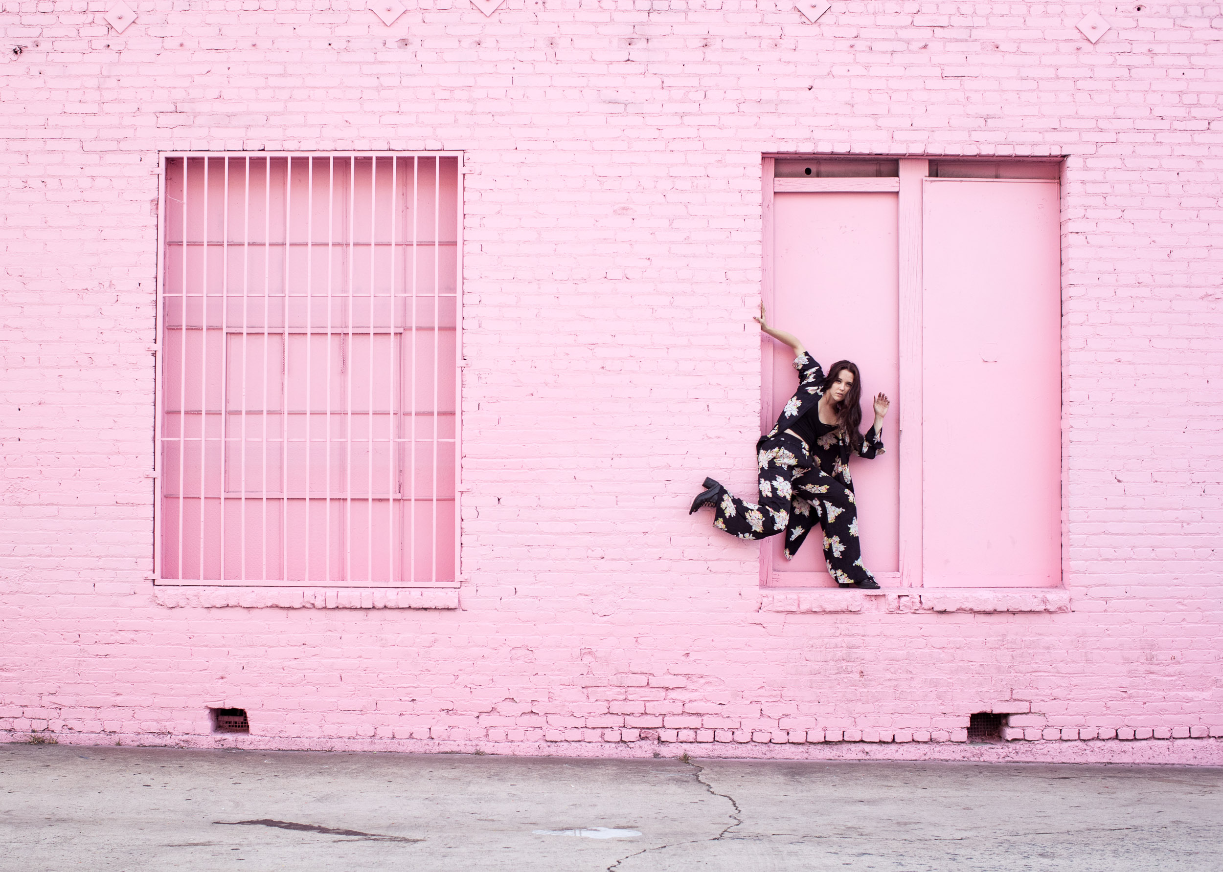 pink wall finiancial district los angeles dancer ice cream museum window Justine Lutz photographer Ashley Barker