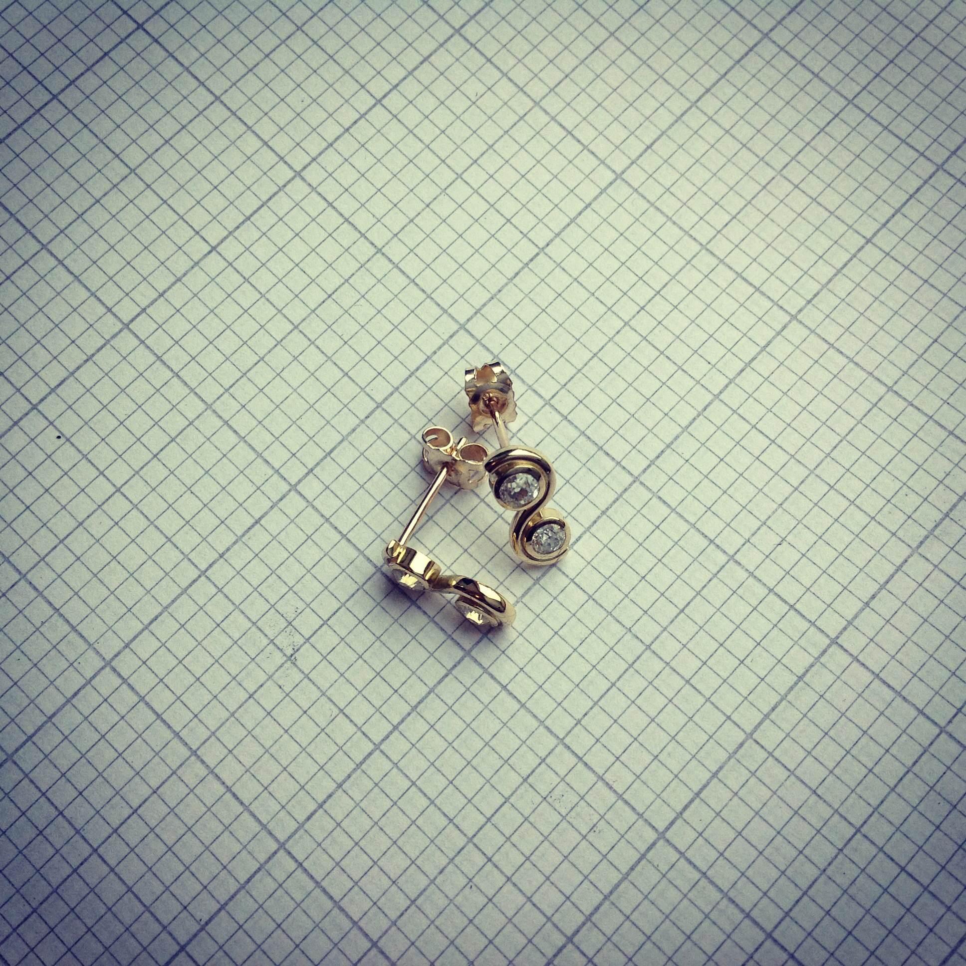 18ct yg diamond studs