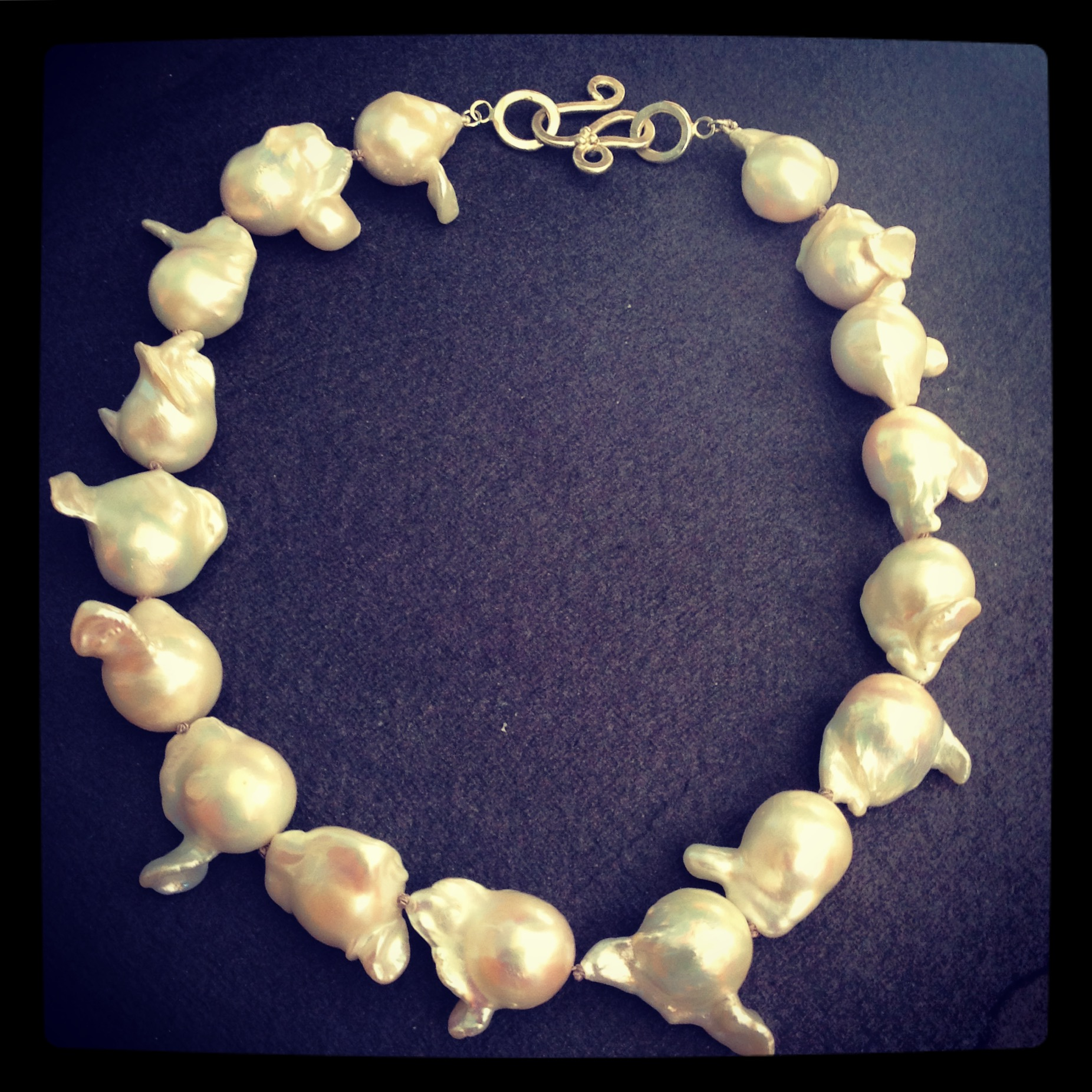Baroque pearls with a white gold clasp