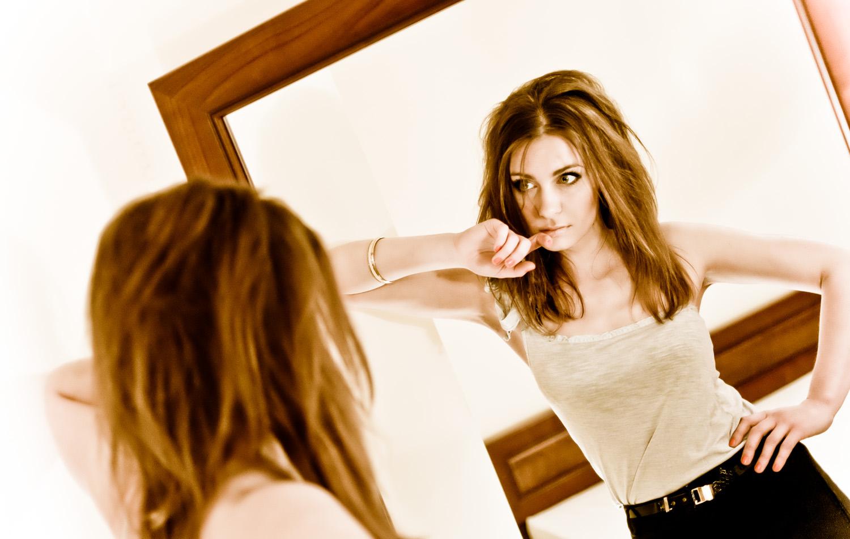 Girl_in_mirror_conceptual_portfolio.jpg