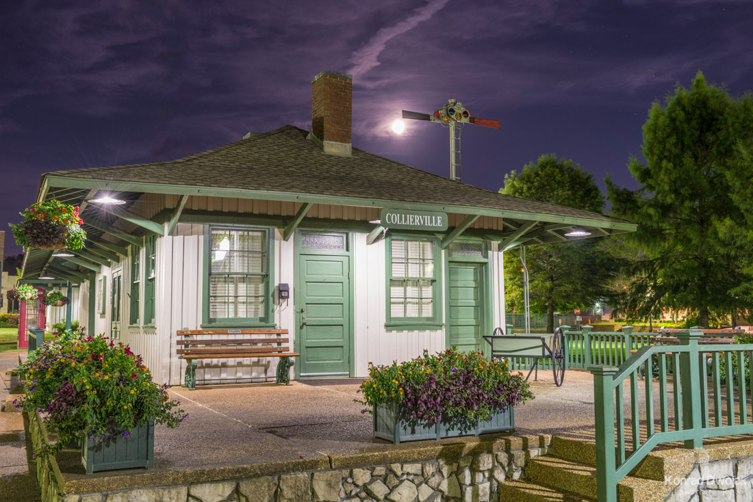 Collierville Historic Train Depot at night (Collierville Historic Town Square)