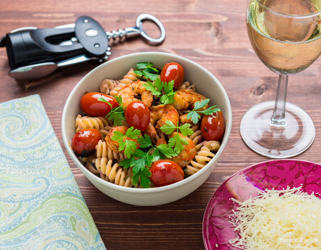 Pasta with greens, shrimp & roasted tomatoes