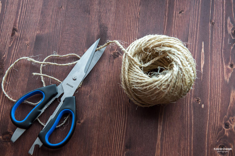 DIY Photo Rope - Cut the twine