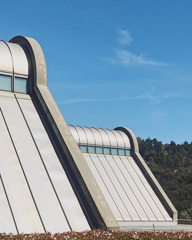 I've been driving past the Skirball Center ever since I first moved to LA, only really seeing it from the 405 or Sepulveda Pass. Today being my first time visiting @skirball_la center after all these years, did not disappoint seeing a @safdiearchitects up close and personal.  Definitely go check out the Rudi Gernreich: Fearless Fashion exhibit for a unique fashion designer who was 30 years ahead of his time, similar to what Safdie has done and is still doing today. . . . . . #rudigernreich #rudisetsyoufree #skirball #skirballculturalcenter #losangeles #architecture #moshesafdie #safdiearchitects #museum #jewish #culture #fashion #vscocam #skrwt