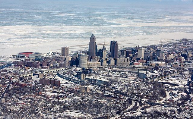 For today's Throwback Thursday, I'm not the biggest fan of cold weather but for anyone complaining about temperatures in the 30s this week, just remember how nice that feels in February 😆 Photo from February 2009 on a return flight from Hawaii. #cleveland #thisiscle #lakeerie #dwntowncle #winter
