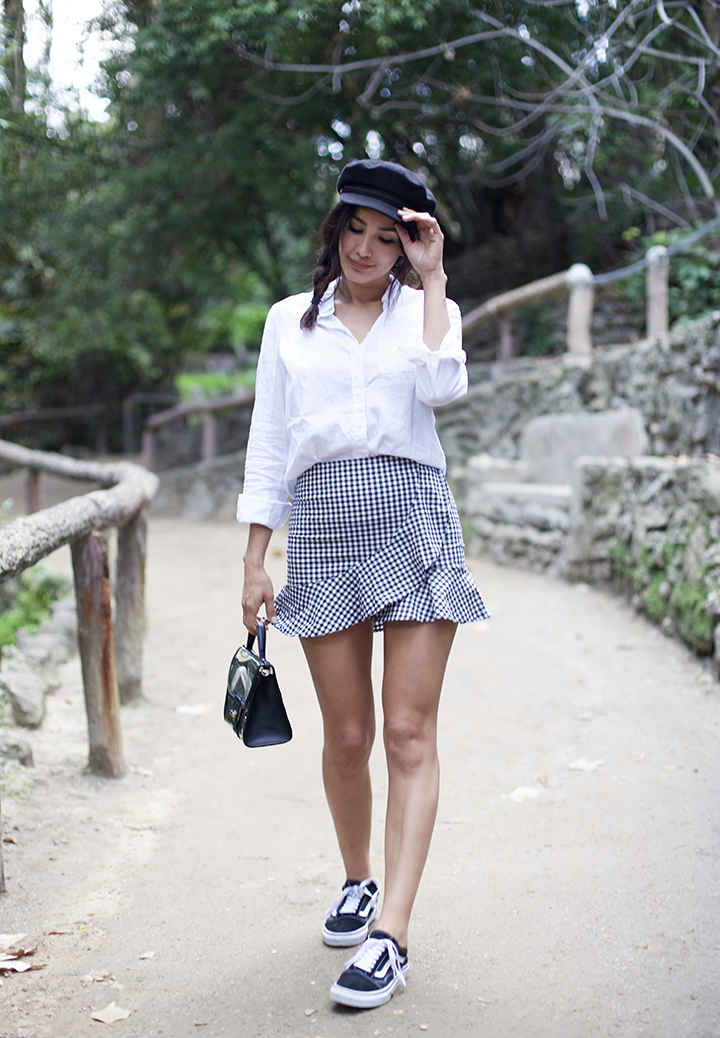 Shoes/ Zapatos: Vans,  Skirt/ Falda: H&M,  Button up/ Blusa: H&M,  Bag/ Bolsa: Zara