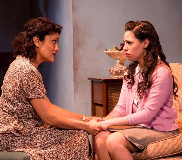 Sandra-Marquez-and-Ayssette-Muoz-in-View-from-a-Bridge-Teatro-Vista.jpg