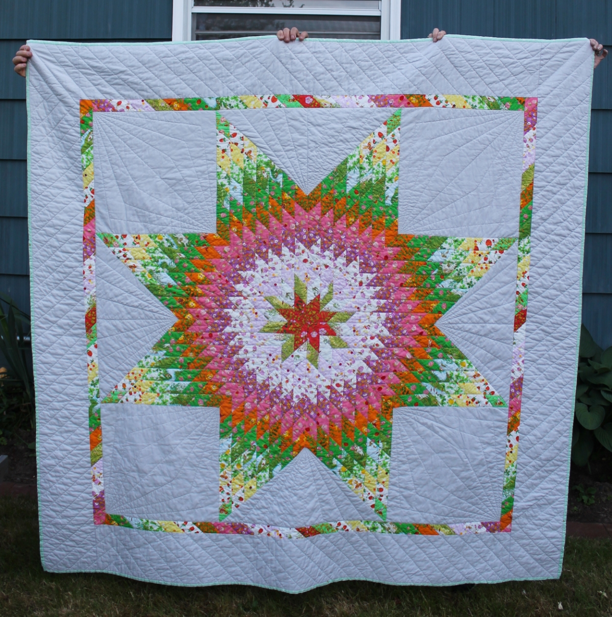 This is a quilt of many names. Lone Star. Morning Star. Radiant Star. Star of Bethlehem. Texas or Texan Star. Other than the fabric, my version is not a particularly modern take on the pattern, but I feel like a good modern name would be Big Star. www.hoorayforrain.com
