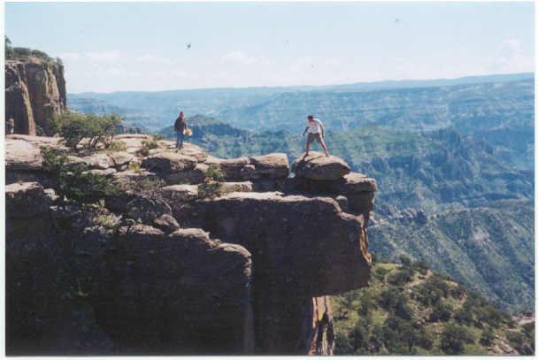 """Piedra Volada """"Balancing Rock"""" Be careful!"""