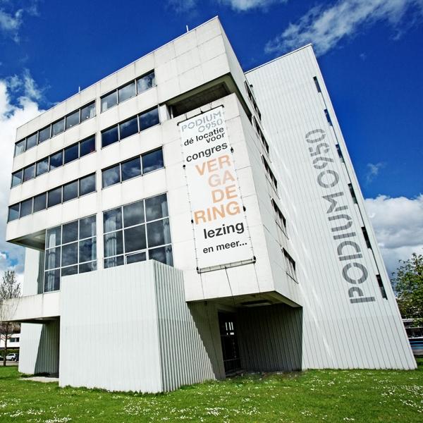 Podium O950   Het door Gerrit Rietveld ontworpen Podium O950 is een zalen- en congrescentrum aan de Maasboulevard. Food for Thought ondersteunt Stichting Podium O950 met faccilitaire werkzaamheden, catering en concept ontwikkeling voor gebruik van het pand.