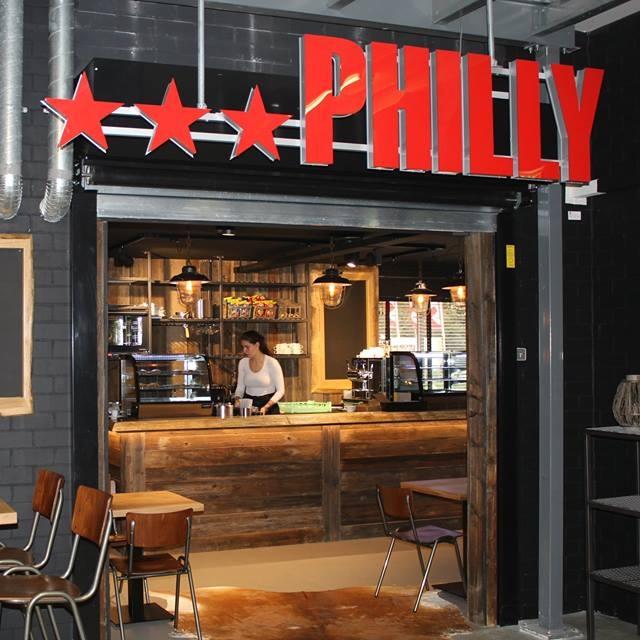 Philly Café   Philly Café is de foodcorner in de vestiging DAKA Sports in Rotterdam Blijdorp. Hier komt winkelend publiek even op adem en geniet van een kopje koffie, iets lekkers en een verse panini.