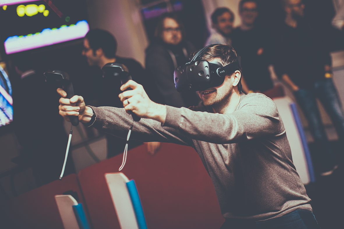 Zan, Software Design Director at MHR, playing with VR at NottTechParty