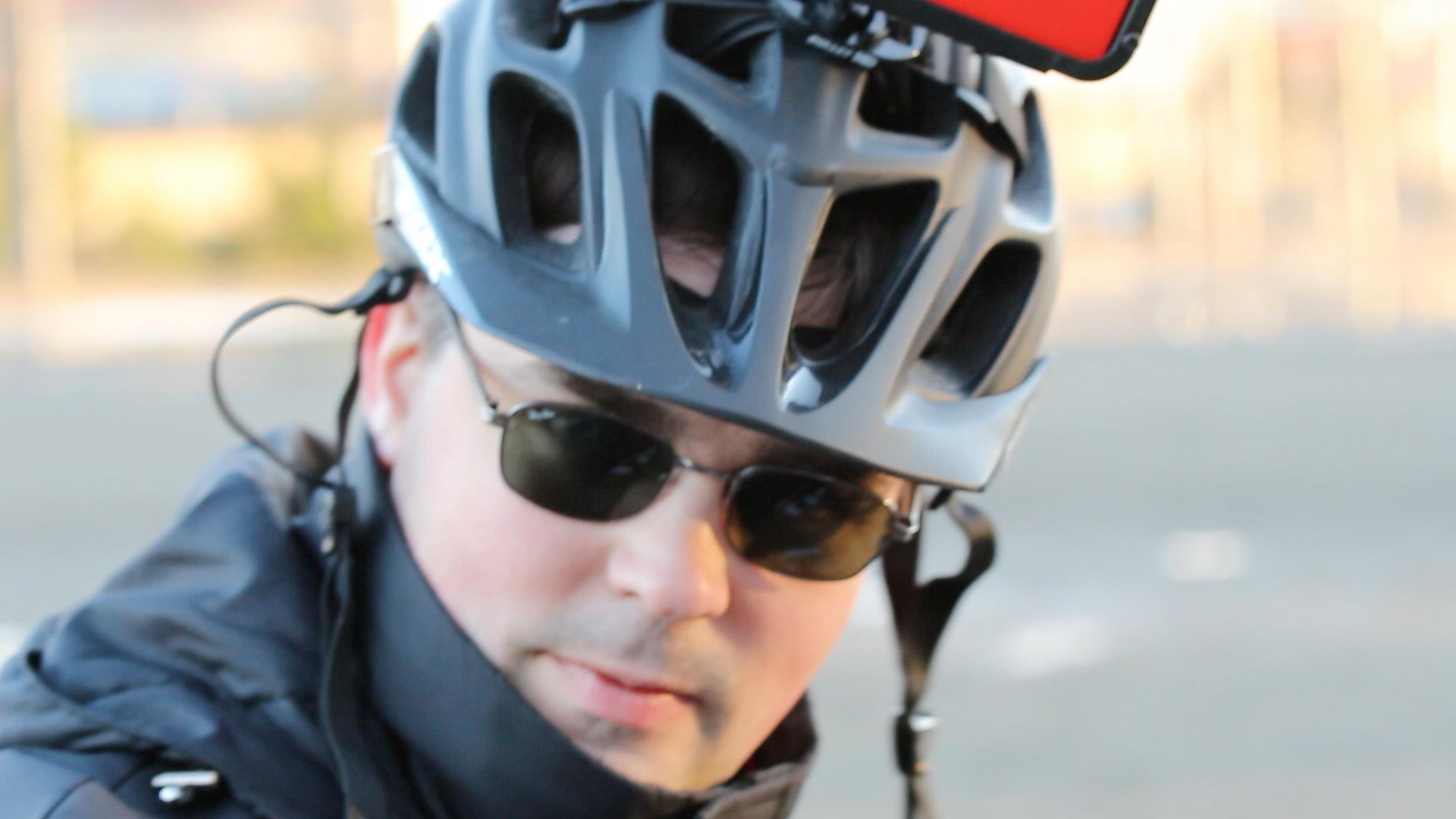 Henri with his 3D-printed Nokia 1020 helmet mount