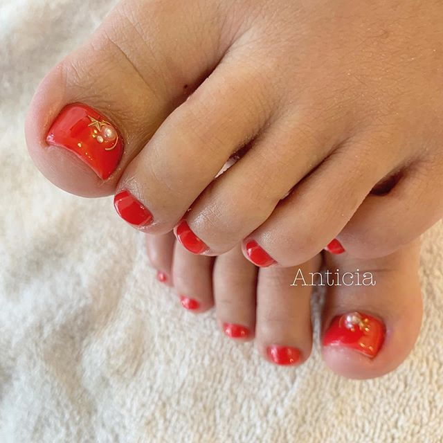 Doesn't matter how small your toe nails are😊They look beautiful after proper cuticle care and colour painted💅✨ #Anticia #nails #anticianails #japanese #nailsalon #neutralbay #sydney #sydneynails #sydneynailart #weddingnails  #gelnails #nailart #naildesign #biosculpturegel #オーストラリア #シドニー #ネイルサロン #ネイルデザイン #ネイル #美甲 #美爪 #젤네일 #네일아트 #ネイリスト募集中