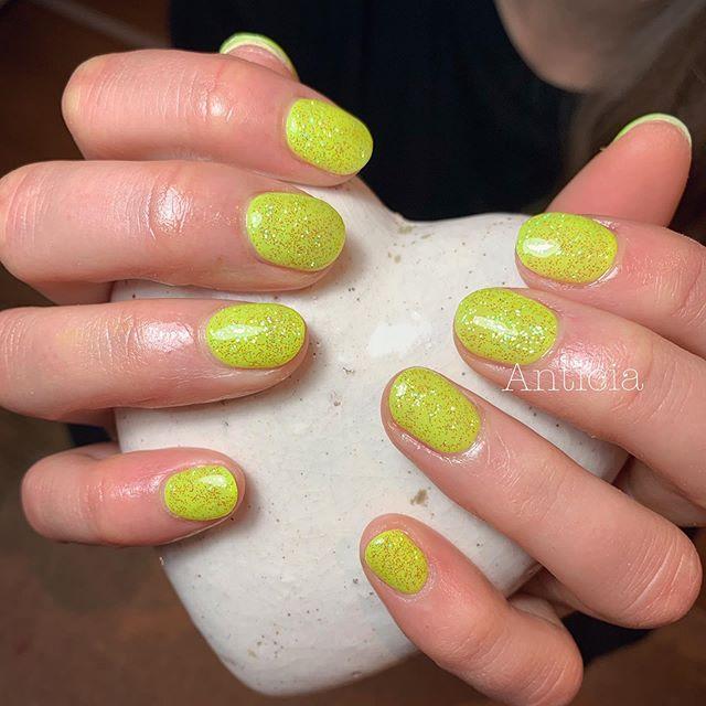 Fluorescence/Neon colours are popular even in winter❄️ #Anticia #nails #anticianails #japanese #nailsalon #neutralbay #sydney #sydneynails #sydneynailart #weddingnails  #gelnails #nailart #naildesign #biosculpturegel #オーストラリア #シドニー #ネイルサロン #ネイルデザイン #ネイル #美甲 #美爪 #젤네일 #네일아트 #ネイリスト募集中