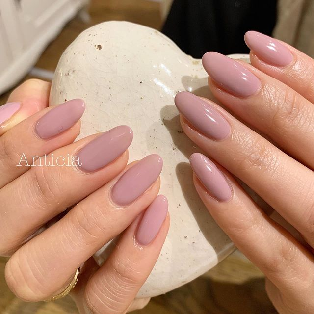 "Our Opi #127 ""Seven wonders of OPI"" is such a popular mauve pink💅  OPIの新色、落ち着いた紫みのピンクが大人気です💅✨ #Anticia #nails #anticianails #japanese #nailsalon #neutralbay #sydney #sydneynails #sydneynailart #weddingnails  #gelnails #nailart #naildesign #biosculpturegel #オーストラリア #シドニー #ネイルサロン #ネイルデザイン #ネイル #美甲 #美爪 #젤네일 #네일아트 #ネイリスト募集中"