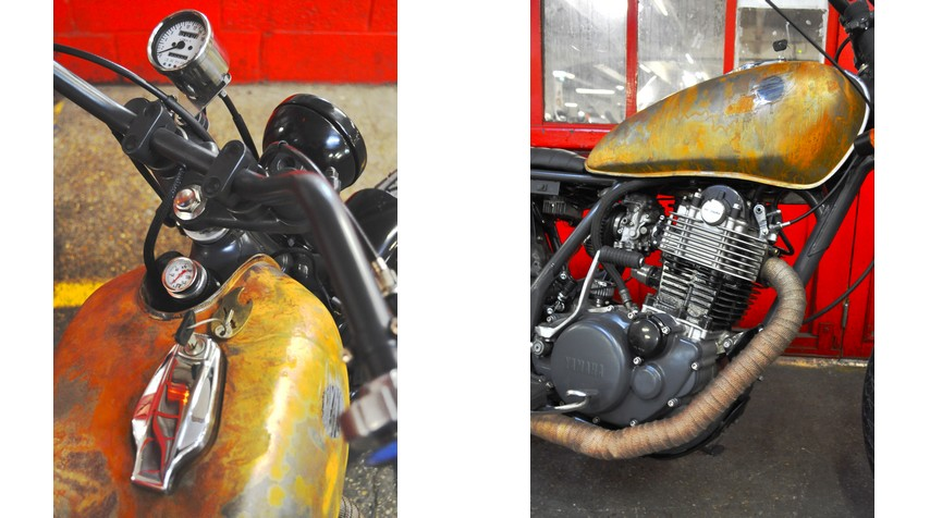 - Old school Triumph handlebar. - Rebuilt top engine. - High Temperature shiny black painting of the cylinder. Matte anthracite grey powder coated painting of the crankcase covers
