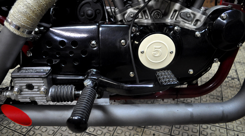 All engine covers painted in shiny black powder coated painting. As well as the footpegs.
