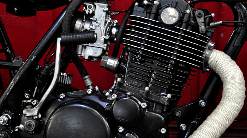 The whole engine has been reworked: new piston rings, new distribution chain, new top-engine gaskets.