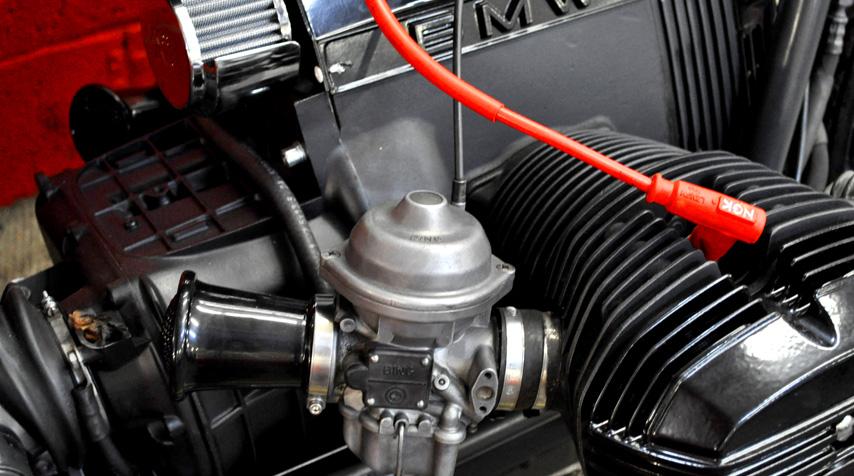 - 100% reconditionedBingcarburators; - bespoke aluminum air filters; -K&Nengine breather.
