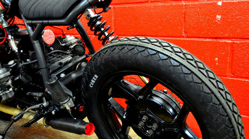 -Coker Diamondtires. Both front and rear; - bespoke battery box screwed under the gearbox; - Ion Lithium 36 Ah battery