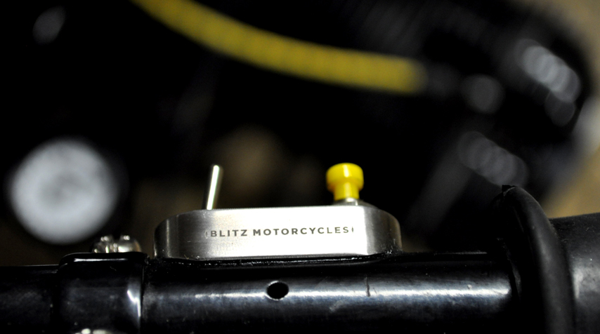 - Blitz Motorcycles mini switches (100% stainless steel / 100% made in France) - simplified and bespoke electric wiring - and yes: the push button color does match with the spark plugs wires.