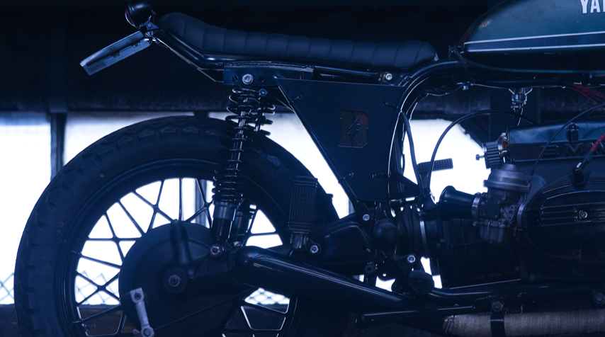 - bespoke laser cut battery covers (withBlitz Motorcyclesshort logo) -K&Nengine breather