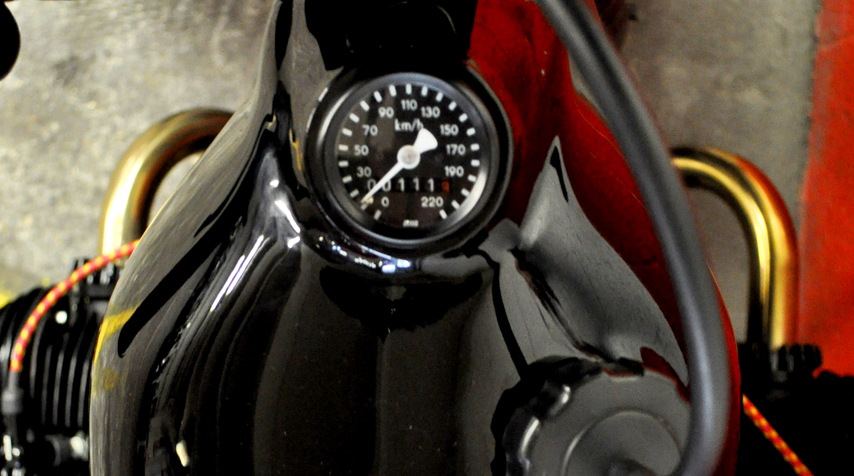Yamaha 500XT  tank shiny black painted. The speedometer has been inserted in the top end of the tank.