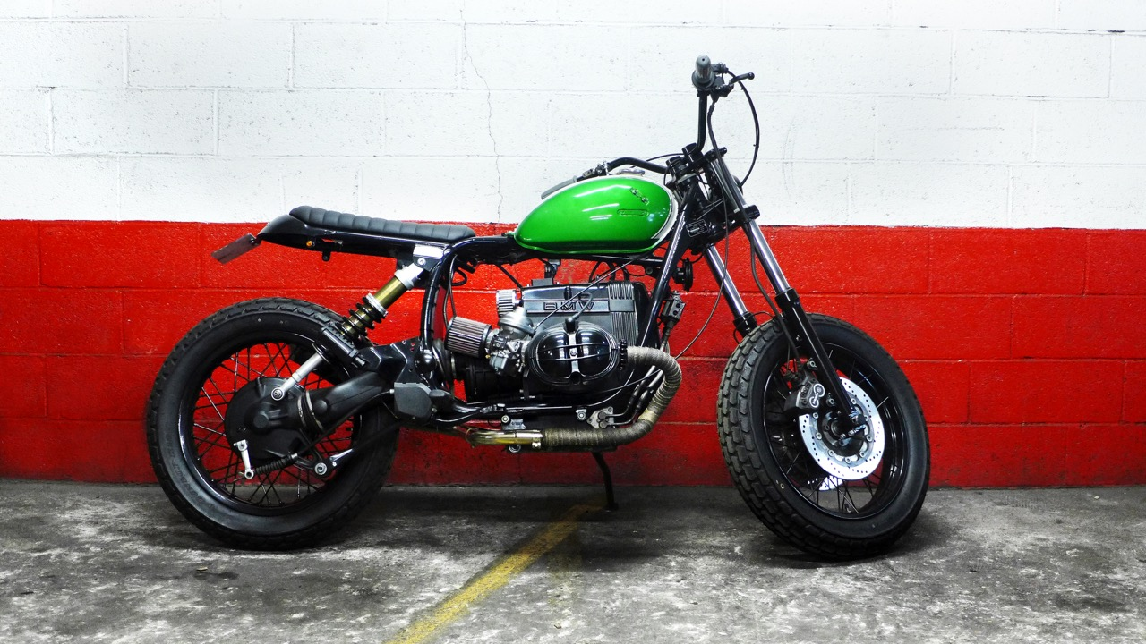 Vintage  Honda 125 SL  tank mounted with its dents and rust... as usual...