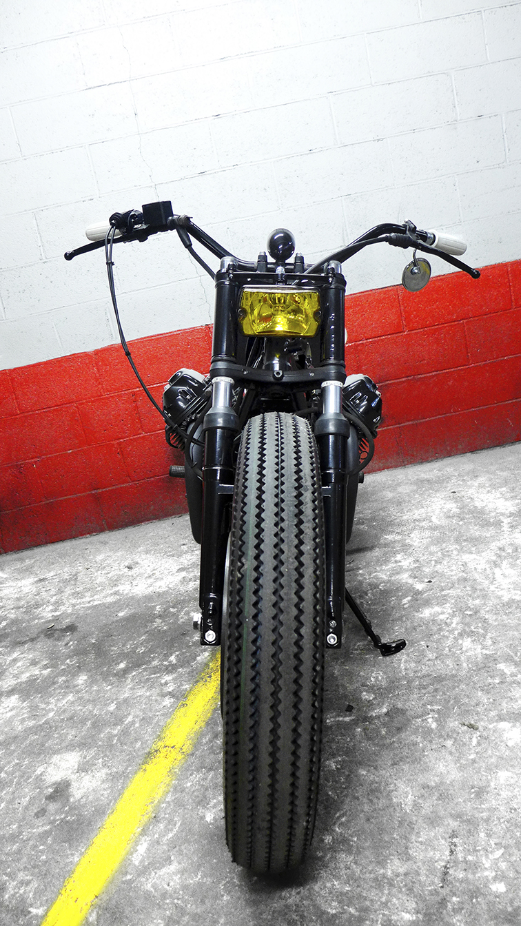 -  Firestone Deluxe  3,5x18 inches tires both front and rear;  - Vintage  Triumph  handlebars.