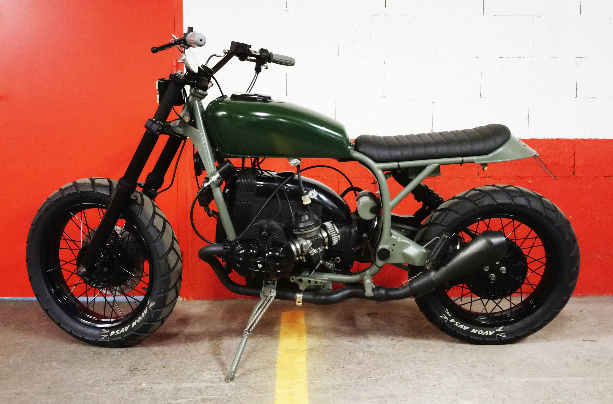 - Mat kaki green powder coating of the frame, footpegs and side stand;  - shiny black powder coating of all engine covers, fork legs, triple trees, handlebar and wheels;  -   Avon AV45   tyres for both rear and front wheels.