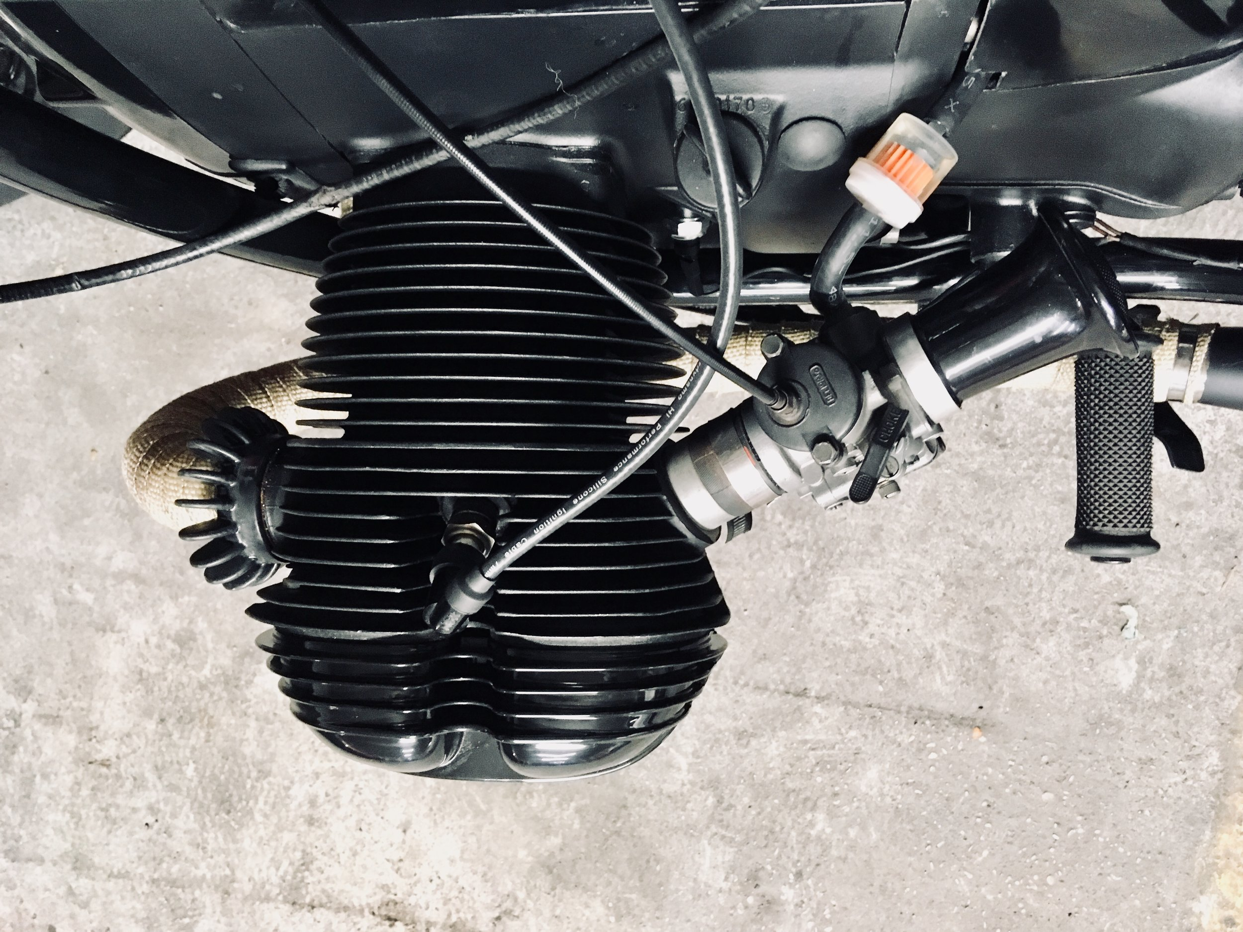 - Engine fully rebuilt (pistons, rings, valves, gaskets, ignition + charging system);  - engine covers shiny black powder coated;  - engine high temperature mat black painted.