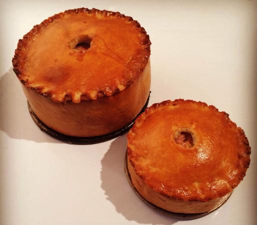 andy-bates-chicken-and-ham-pie