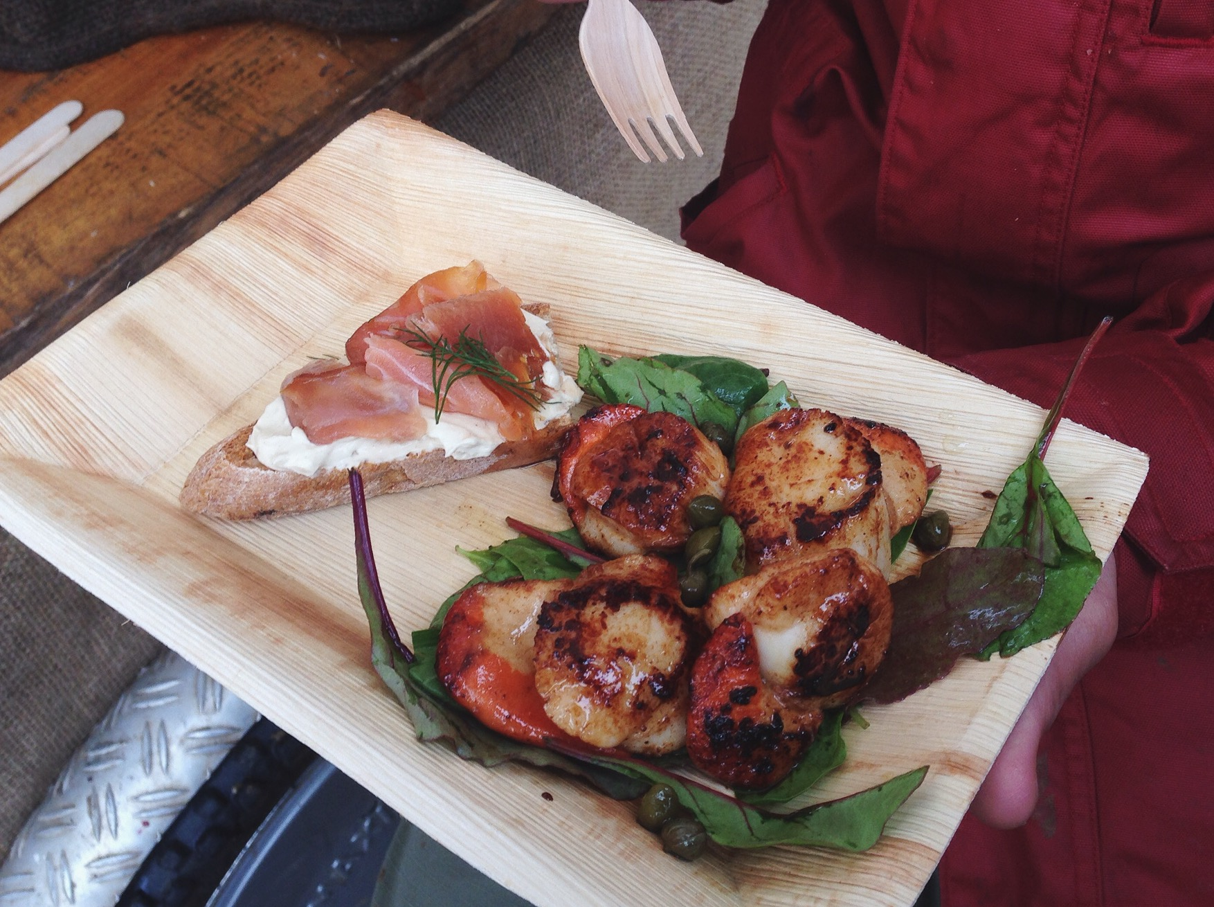 Pan-fried scallops & smoked salmon on toast