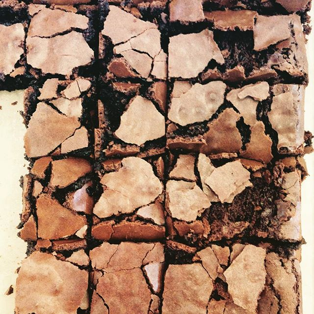 Good good soft brownie!! And flourless. Made a lot of brownies before but this one beats them all- 250 dark choc and 250 butter,  60g Cocoa, 4 large free range eggs, 350 sugar, touch of vanilla, pinch of salt
