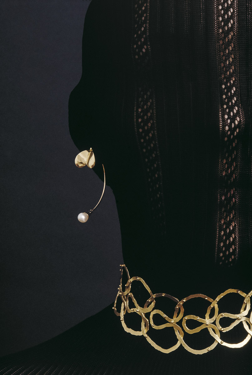 "Gurmit's ""Orgie Of Infinite"" necklace inspired by the yoni symbol. 18 carat gold ."