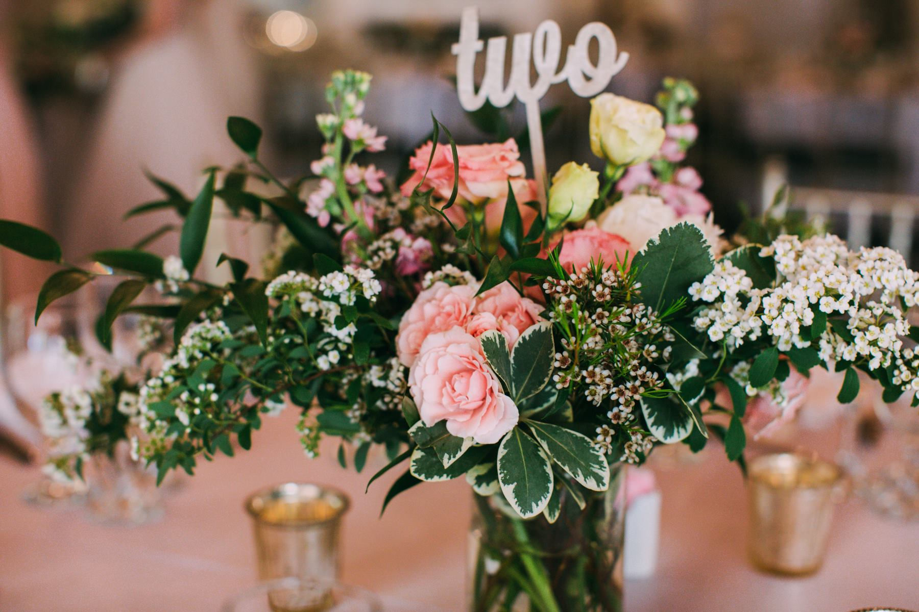 pink and white centerpiece.jpg