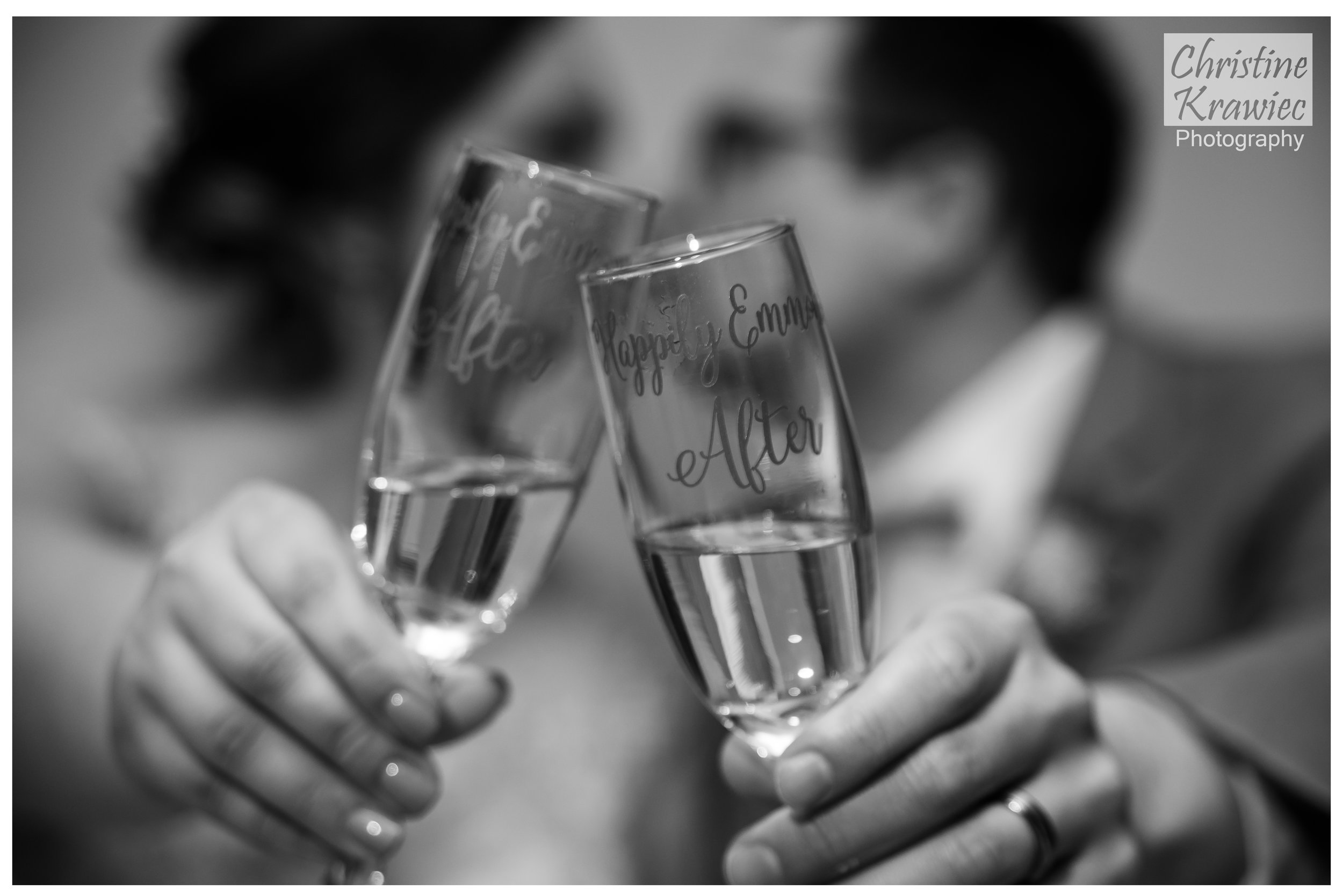 25 bride_and_groom_champagne_glasses.jpg