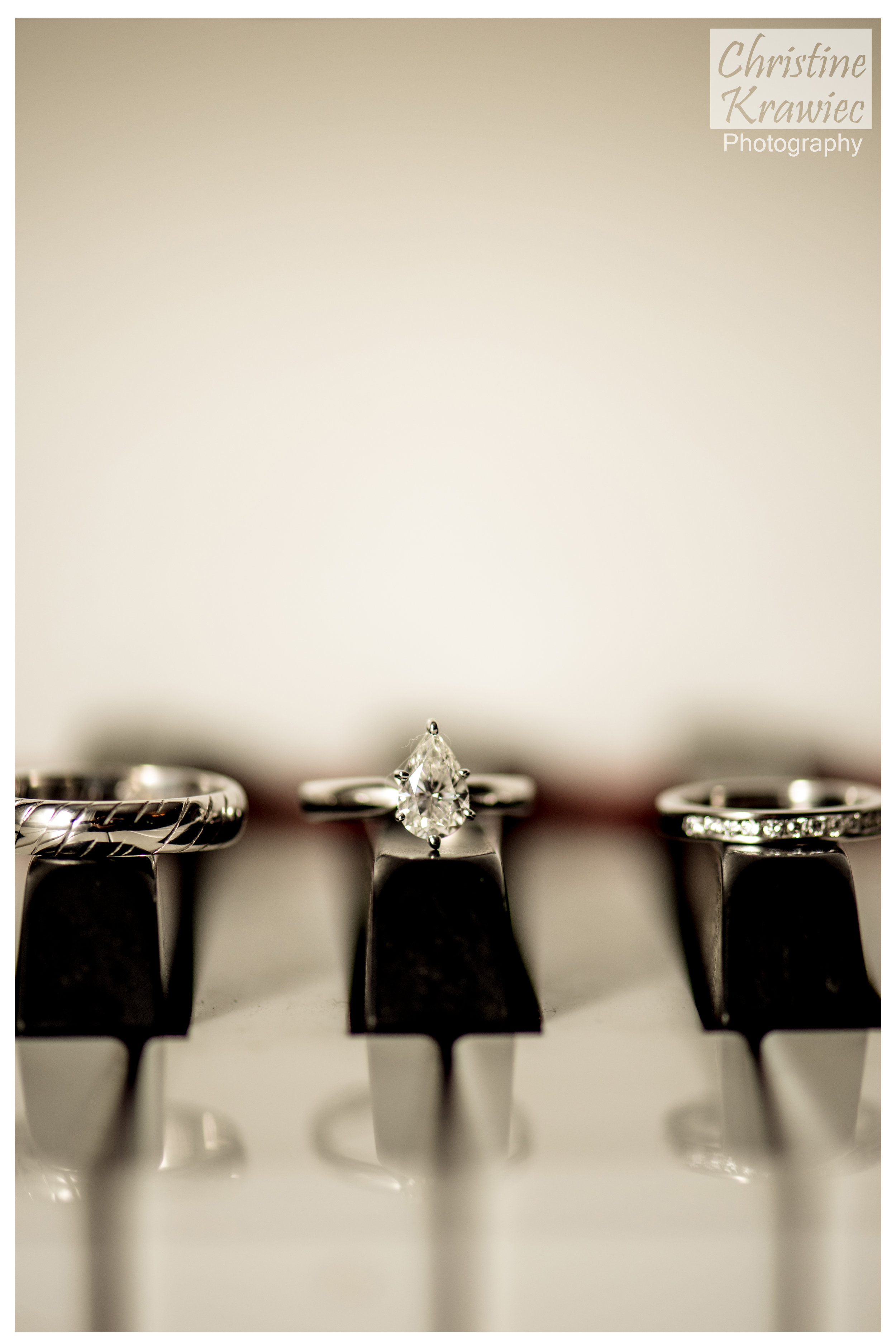 32 - cescaphe-piano-wedding-rings-downtown-club.jpg